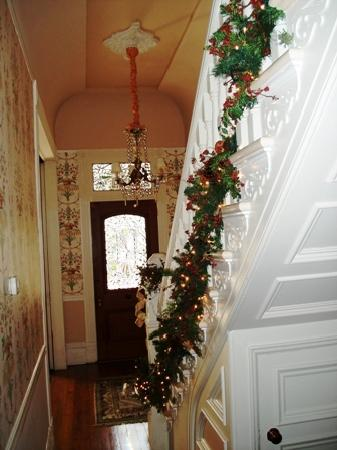 Five Continents Inn: welcoming front hall during holidays