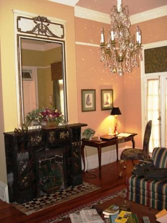 Five Continents Bed and Breakfast: European suite sitting room