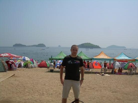 Laohutan Scenic Park: The beach at yellow sea.. close to North-Korea