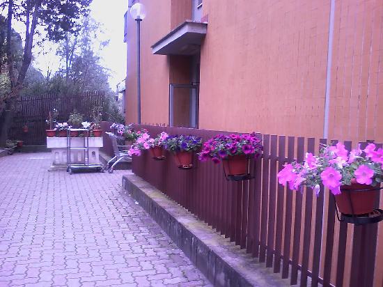Hotel Casa Tra Noi: Entrada lateral de Casa Tra Noi