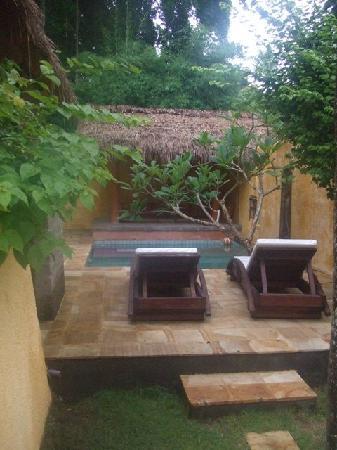 Rare Angon Villas: The smaller private pool with the villa we had