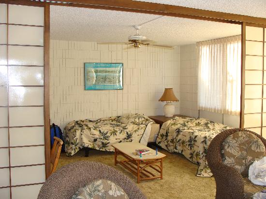 Haleakala Shores Condos: 2nd bedroom with retractable screen open