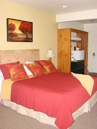 Geyserville Inn: Interior Room 211