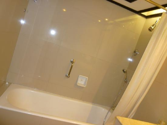 Prama Grand Preanger : nice bathroom