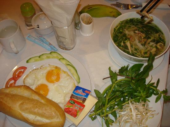 Thien Thao Hotel Ho Chi Minh City: our breakfast...vietnam noodle...very delicious!!!