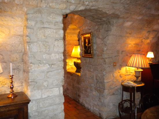 Hotel Duc de Saint Simon: series of sitting rooms in downstairs bar