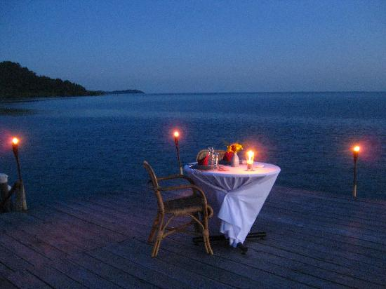 Sugi Island, Indonesien: Candlelight dinner by the sunset...