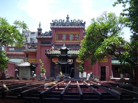 Emperor Jade Pagoda (Chua Ngoc Hoang or Phuoc Hai Tu)