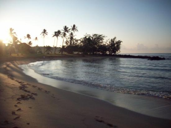Poipu Beach Park: Poipu Beach sunrise