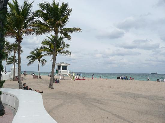 Fort Lauderdale Manhattan Tower: Beach is just two blocks away