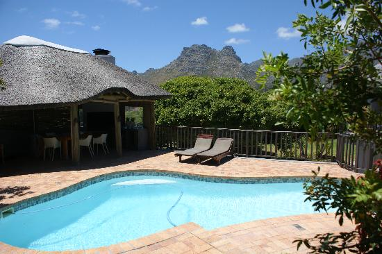 Chapman's Peak Bed and Breakfast: Pool and outside breakfast room