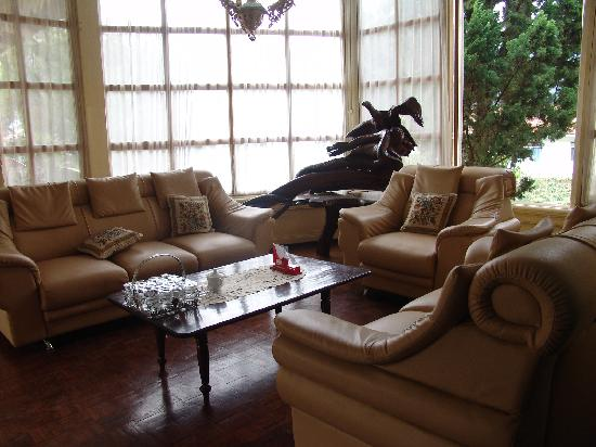 Catimore Homestay: One of the Homesteads lounge rooms for guests to use