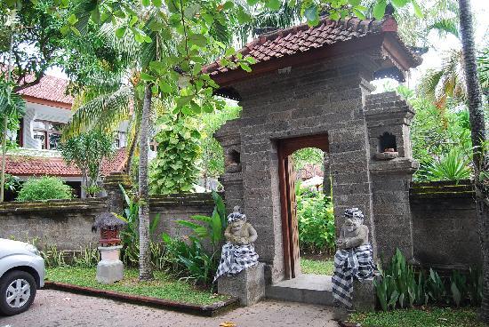 Hotel Sinar Bali : 入り口