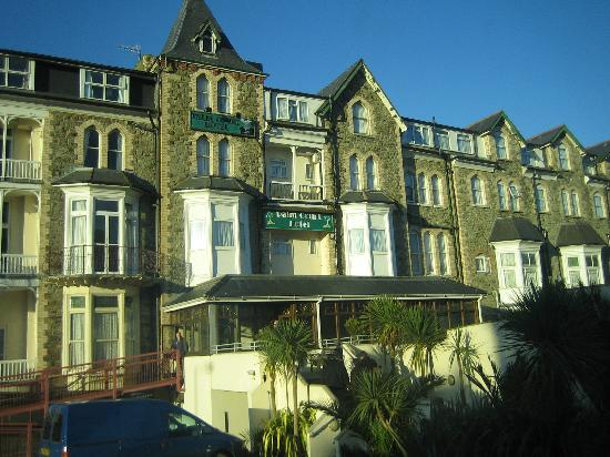 Palm Court Hotel: Disabled access from carpark on the left