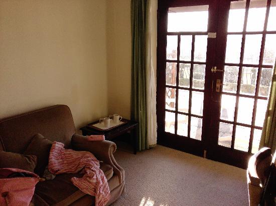 Bishops Court Resort Garden House Hotel: looking towards the Patio doors in the bedroom