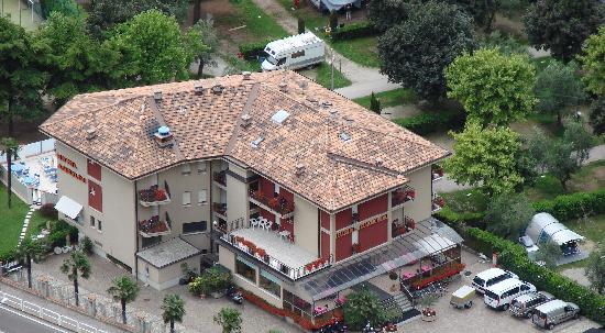 Blick vom Mt. Brione auf's Hotel Angelini