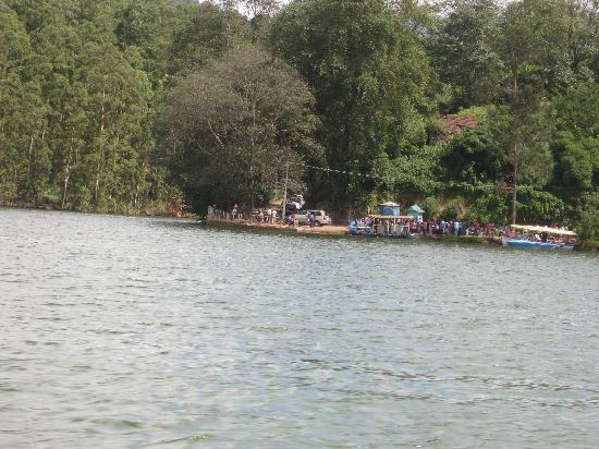 Archana Residency Munnar: Lake near dam