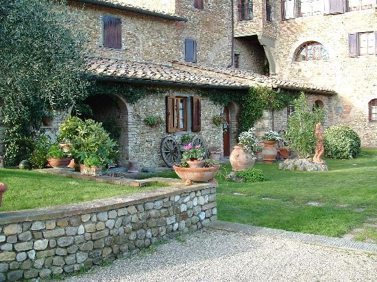 Villa Le Torri: Backyard