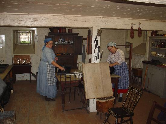 Lower Fort Garry National Historic Site : The Ladies Cooking