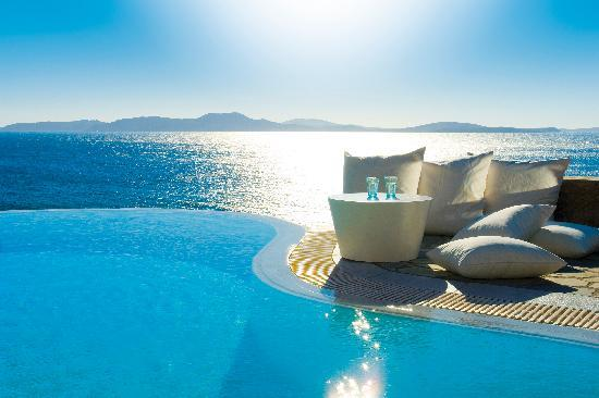 ‪‪Mykonos Grand Hotel & Resort‬: Relaxing next to infinity private pool‬
