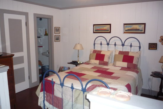 Fulton Beach Bungalows: Bedroom area