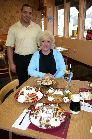Galloway, NJ : Shea's Cafe owners Lou & Wendy--