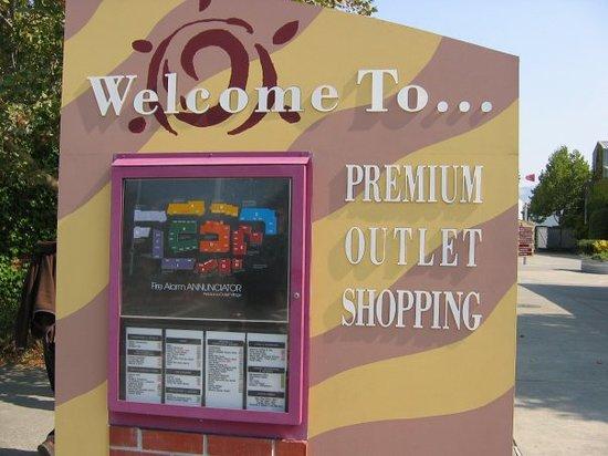 Petaluma Village Premium Outlets: Visiting Petaluma Outlet Village