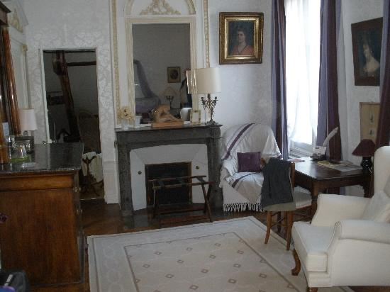 Le Belvedere Bed and Breakfast : sitting area of bedroom
