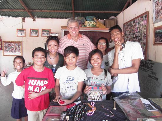 Narin 2 Guesthouse: With the grandkids and the children of the orphanage