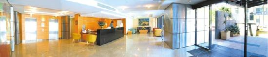 Mounts Bay Waters Apartment Hotel: 24 hour reception & security