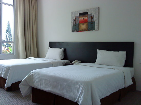 Straits View Hotel: Bed