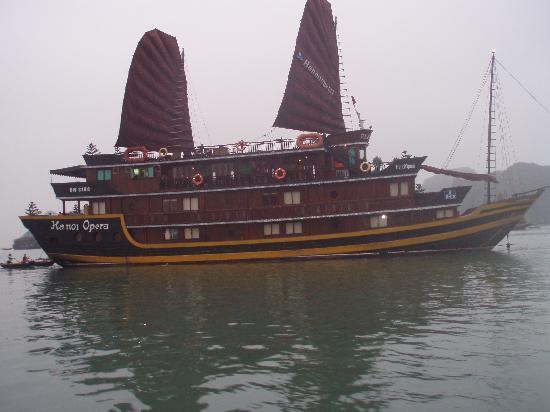Hanoi Phoenix Hotel: Opera cruise