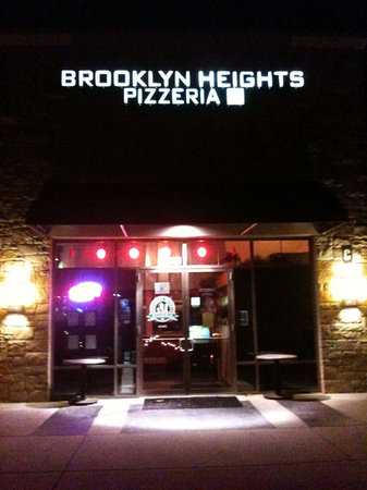 Brooklyn Heights Pizzeria: Front Door