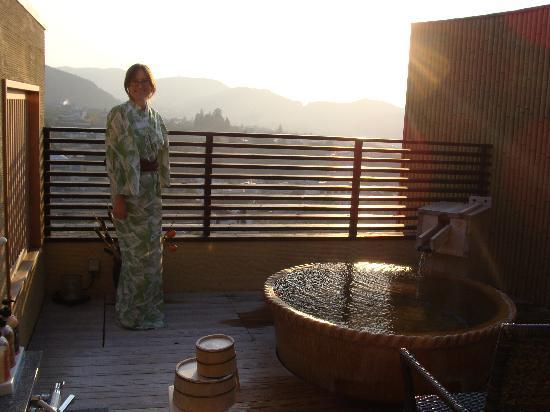 Ryokan Biyunoyado: Roof top onsen