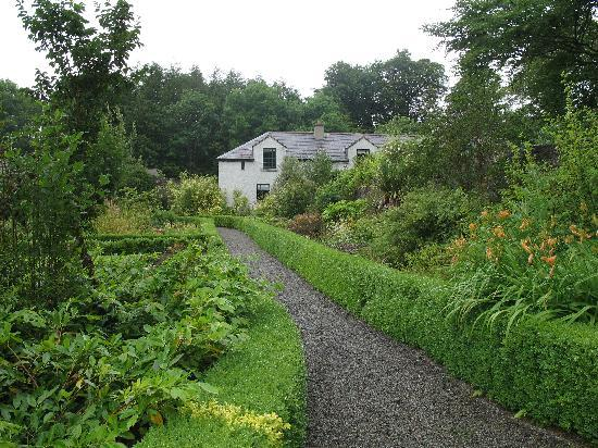 Enniscoe House: Another picture in the garden