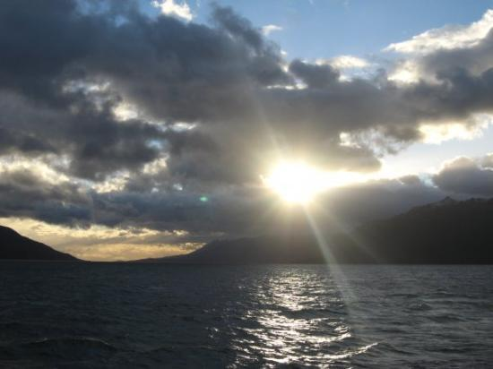 Puerto Williams, Cile: Amaneciendo en el canal Beagle