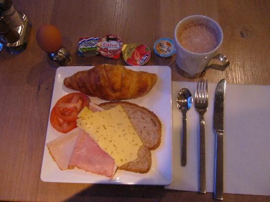 Hotel Piet Hein: Good Breakfast Holland style buffet