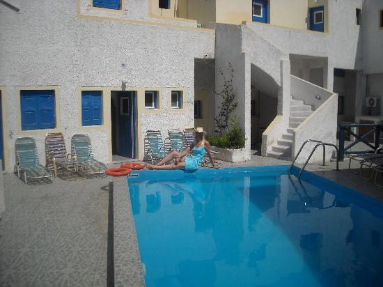 Katerina and John's Hotel: L'esterno dell'hotel