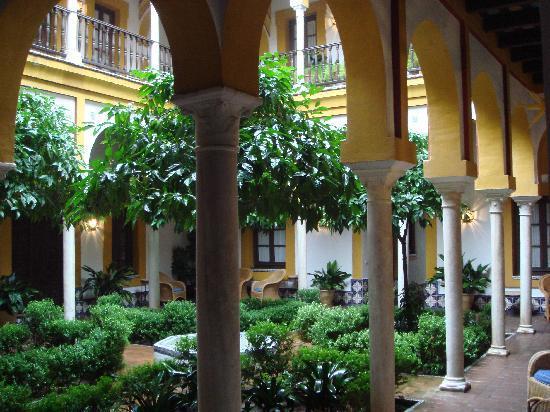 Hotel Casa Imperial: Public Courtyard