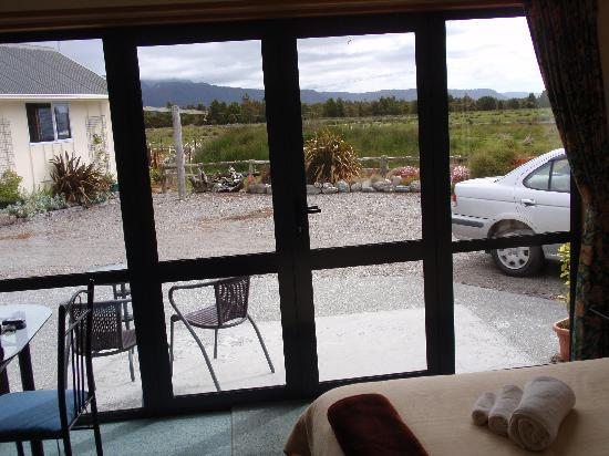 Fox Glacier Mountainview Bed and Breakfast: The view from the room