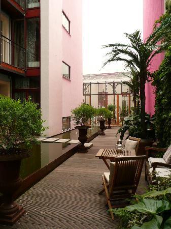 Ackselhaus: Garden and Thai pavillion (back)