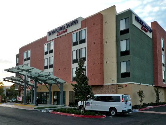 SpringHill Suites Irvine John Wayne Airport/Orange County: Hotel Exterior - on MacArthur close to SNA airport