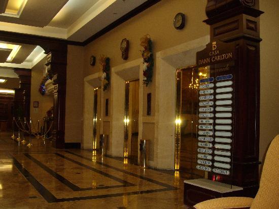 Casa Dann Carlton Hotel & SPA: Elevadores