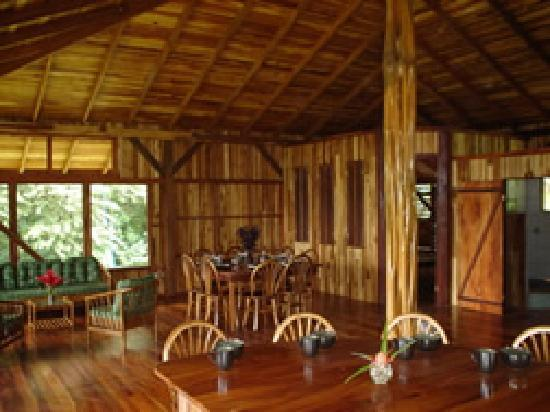 Casa Dos Rios: Upstairs living area, kitchen island