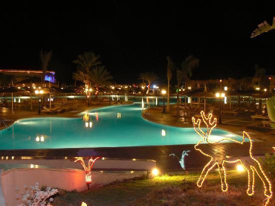 Royal Albatros Moderna Sharm el-Sheikh: Main pool at night