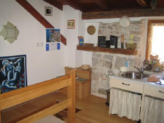 Salvezani Apartment: attic space,app.no2