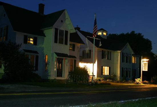 The Old Town Inn: Old town Inn at night