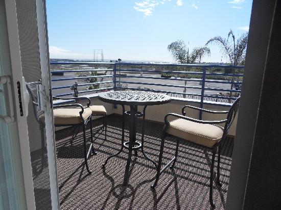 Best Western Plus Marina Gateway Hotel: Room w/ large balcony