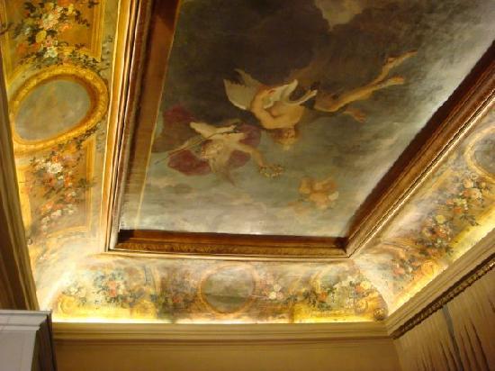 Hotel des Saints Pères - Esprit de France : 17th century fresco on ceiling is amazing