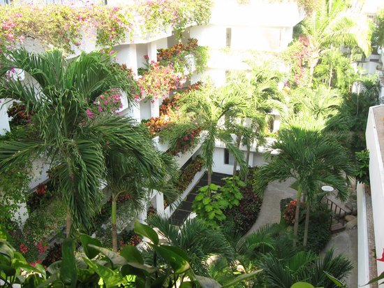 Park Royal Puerto Vallarta: Courtyard of hotel